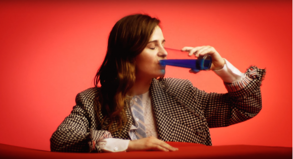 Christine and The Queens : Elle crée un mini-clip inédit pour un magazine US