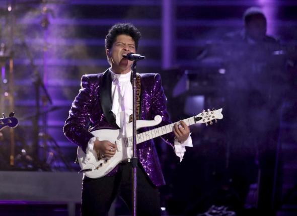 La reprise de Bruno Mars de 'Let's Go Crazy'