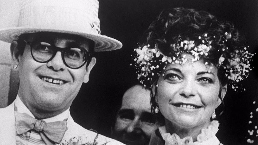 L'ex-femme d'Elton John lance une action en justice