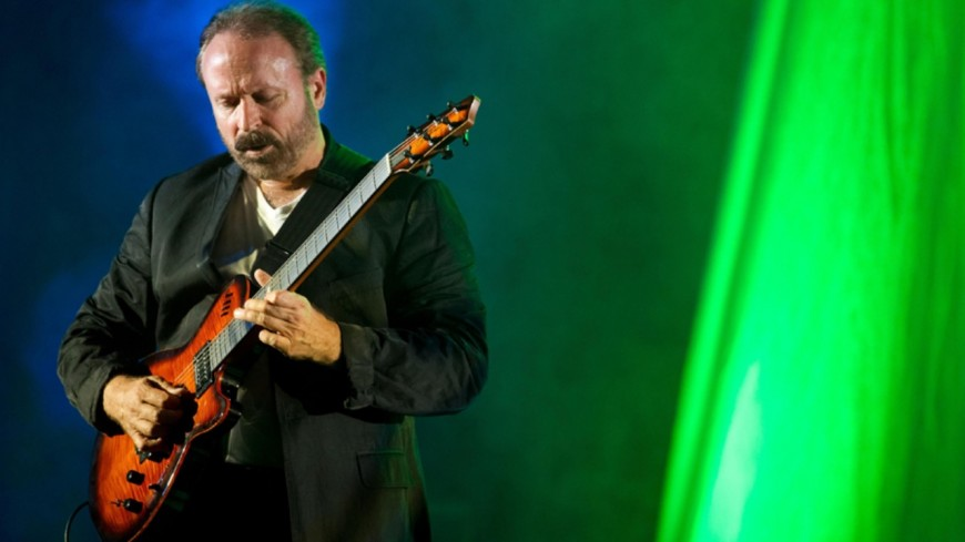 Daryl Stuermer, le guitariste de Phil Collins, vend ses guitares !
