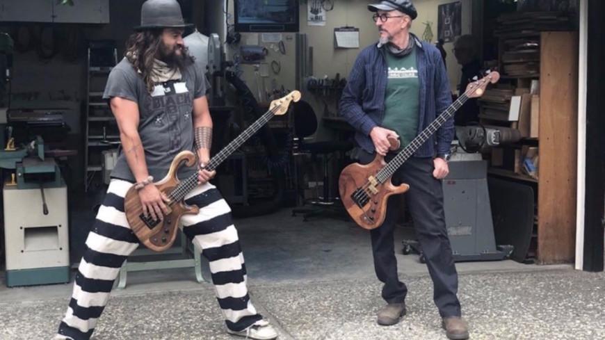 Jason Momoa et Les Claypool s'offrent une pause musicale ! (vidéo)