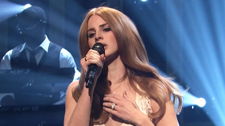 "Lana Del Rey dévoile ""Let Me Love You Like A Woman"" (audio)"