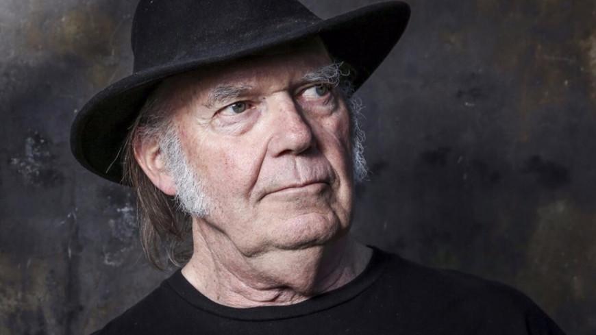 Neil Young partage un inédit enregistré en 1974 (audio)