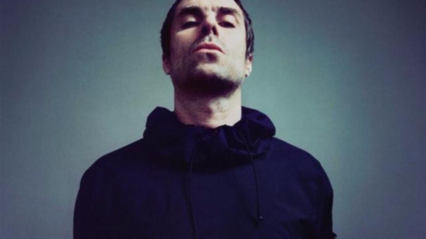 Liam Gallagher (Oasis) en live depuis la Tamise !