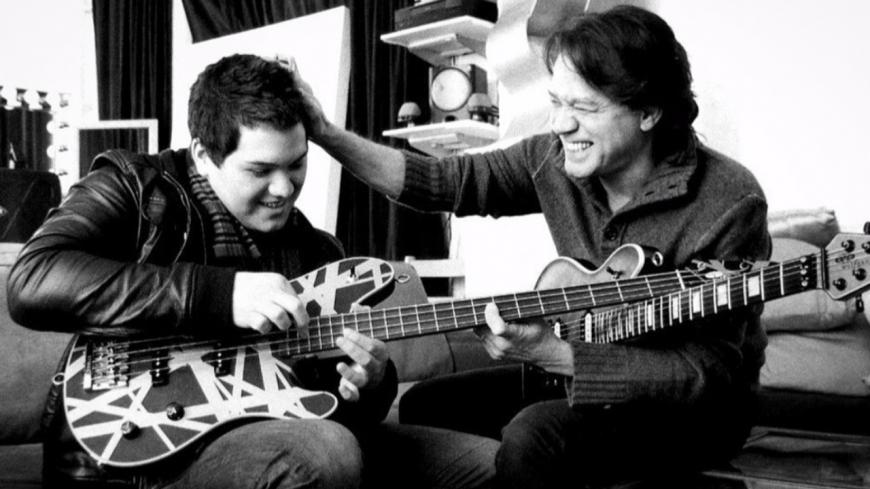 Wolfang Van Halen rend hommage à Eddie Van Halen en musique (vidéo)