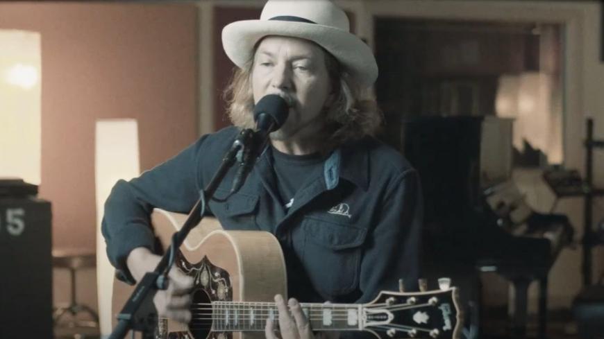 Eddie Vedder (Pearl Jam) partage deux nouveaux morceaux ! (vidéos)