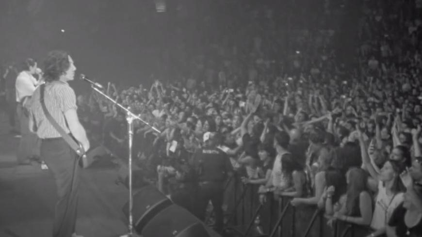 Arctic Monkeys partage un nouveau morceau de son album live à venir ! (vidéo)