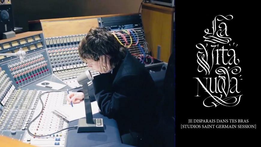 """Christine and the Queens partage la vidéo de l'enregistrement en studio de son titre  """"Je disparais dans tes bras"""" (vidéo)"""