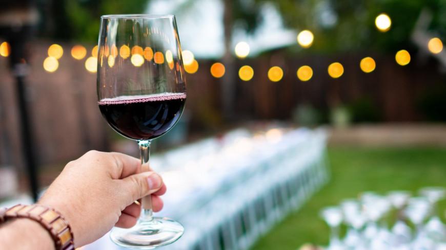 Pour maigrir, il est bénéfique de boire deux verres de vin avant de dormir !