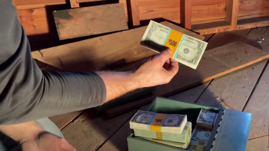 Insolite - Une famille découvre 46 000$ cachés sous le plancher de son grenier (vidéo)