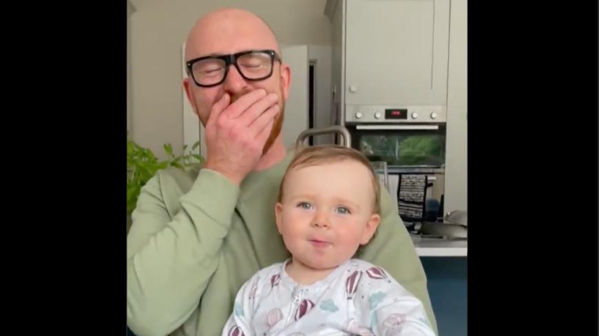 Insolite - Ce bébé prononce son premier mot avec une voix démoniaque ! (vidéo)