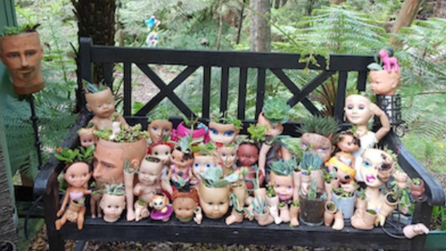 La tendance jardinage ultra glauque du moment : les pots de fleurs en têtes de poupées