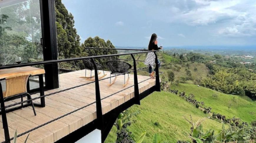 Vous pouvez voyager gratuitement pendant un an avec Airbnb !