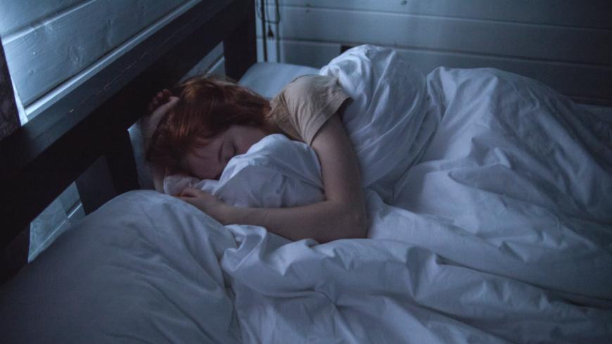 Vous dormez avec un drap ou une couette même quand il fait trop chaud ? Voici l'explication