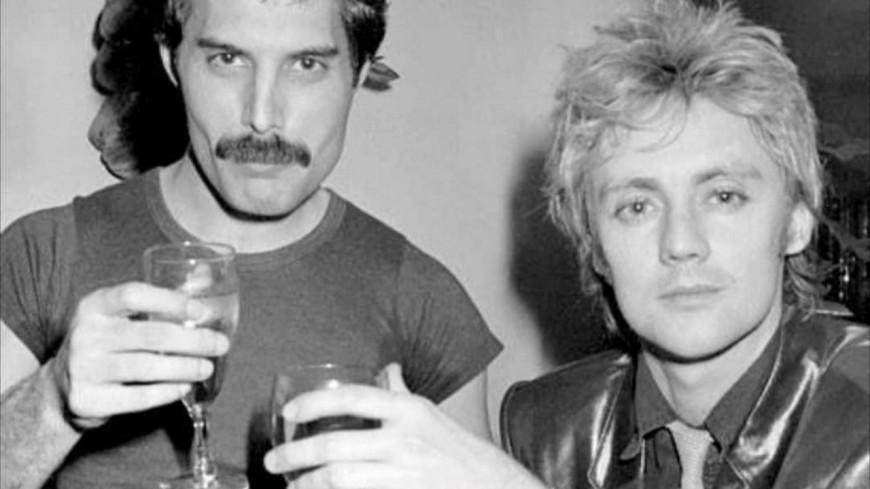 Queen - Roger Taylor s'était moqué de la voix Freddie Mercury au début !