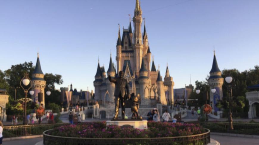 Insolite - À Disney, un homme vole l'iPad d'un employé pour passer la queue !