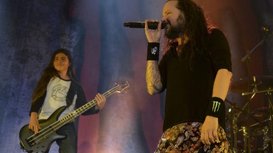 Première video de Korn avec leur bassiste de 12 ans