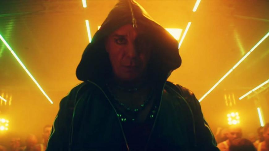 Le chanteur de Rammstein présente son nouveau single à découvrir de toute urgence !