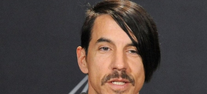 Red Hot Chili Peppers [VIDEO] : Le chanteur Anthony Kiedis se fait éjecter lors d'un match NBA !